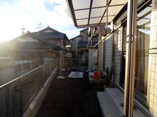 着手前 新築のお宅です。まだサラの状態。小さなお子様がいらっしゃるお宅で、あまり凹凸のないフラットな庭にしたいとのご希望でした。