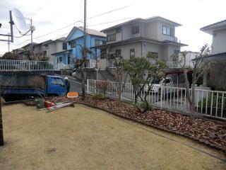 着手前  フェンスがあり、植木が植えてはあったのですが見通しが良すぎてちょっと不便だったそうです。