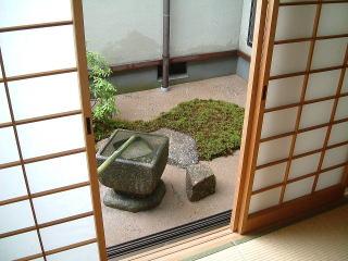 和室からの景色。障子がまた合いますね。