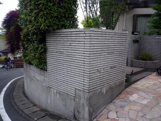 着手前  今回は既存の塀を下げたいとの改修依頼。