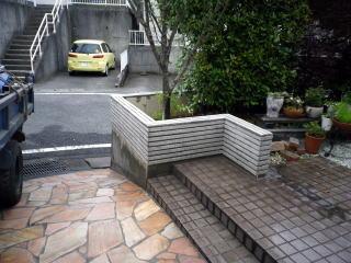 完成  高い塀は耐震強度の問題もあり、最近では下げたり、生垣に造り替えたりのご依頼がよくあります。