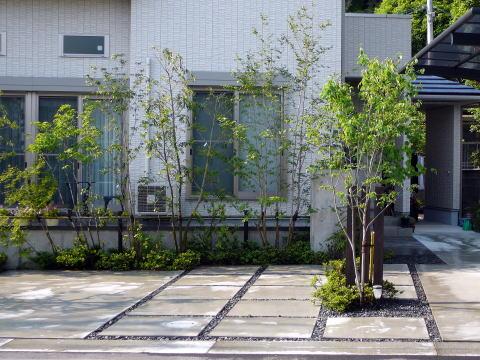 家がモダンな作りであるため、庭も必然的にモダンでオシャレな雰囲気に。