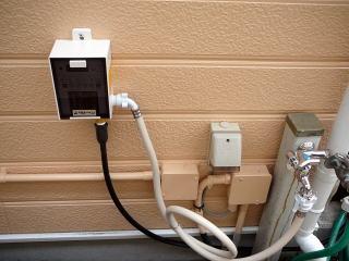 今回は軒下箇所に自動散水機を設置。