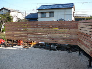 すべて取り払い板塀に。とても広くなりました。