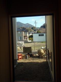 着手前 廊下から見える坪庭。