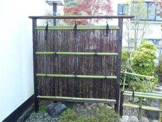 完成 黒竹を使用した袖垣。やっぱり竹垣を新調すると気持ちいいです。