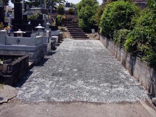完成 参道部分には防草シートのを敷いた上に砂利を敷いてあります。