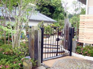 完成  門柱と園路のリフォーム。