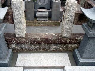 まず既設のコンクリートを剥がし、整地した後、再度コンクリートを打ち込みます。