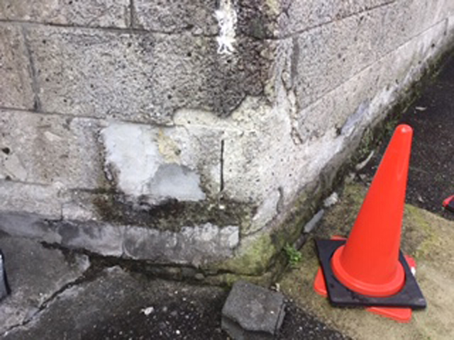 施行前 133年も昔に建てられたので、さすがに壁の根元が劣化しています。