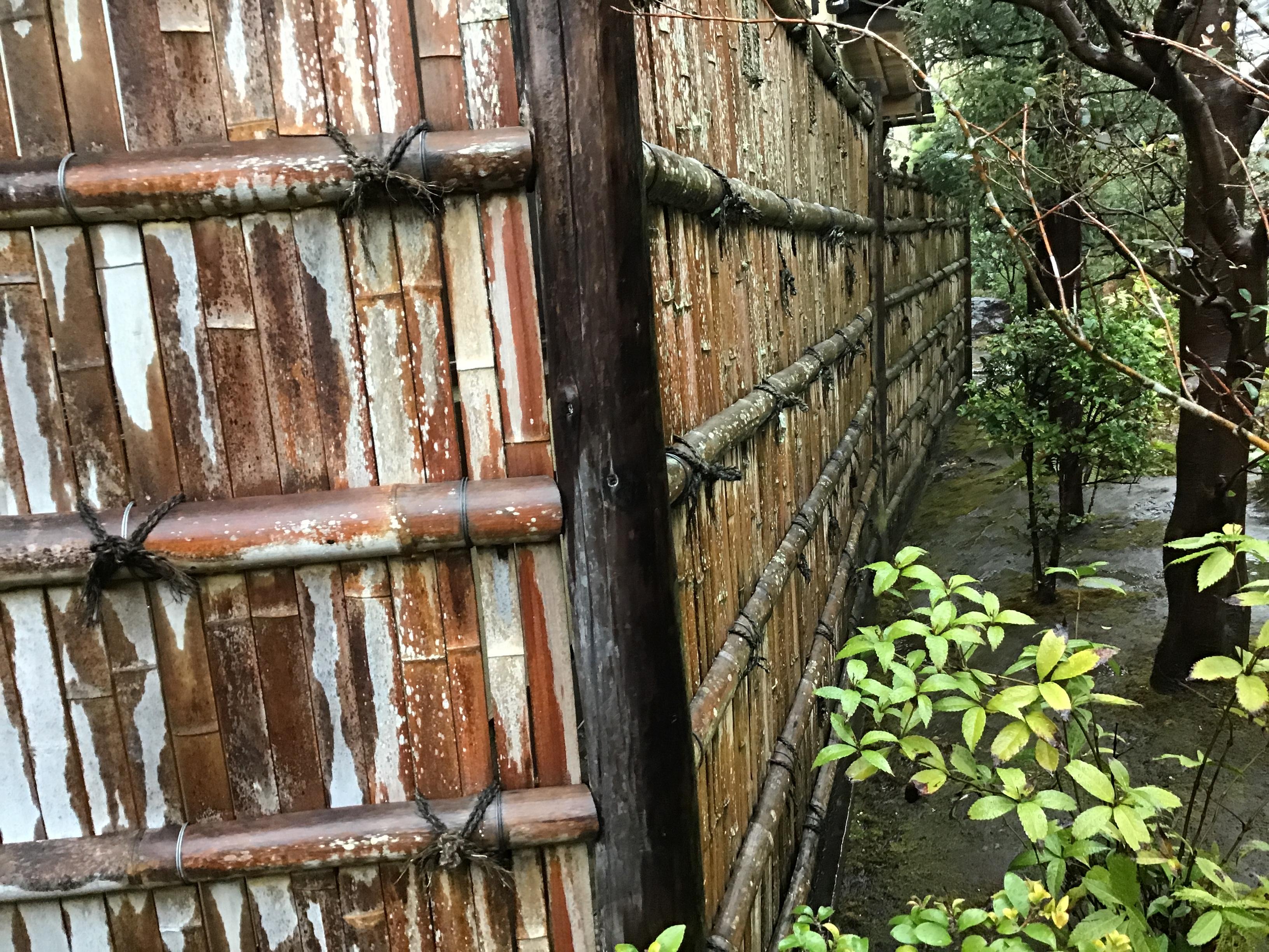 とても大きく立派な建仁寺垣です。
